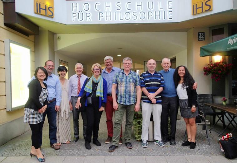 2016年,在慕尼黑大學哲學館前合影